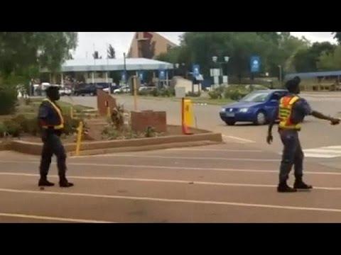 Güney Afrika'da öğrenci eylemleri rayından çıktı