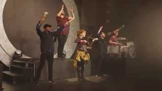 Клип Lindsey Stirling - Roundtable Rival (live)