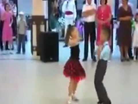 اشد رقص اطفال بجدعلى اغنية هاتى بوسه يابت .3gp - YouTube.flv thumbnail