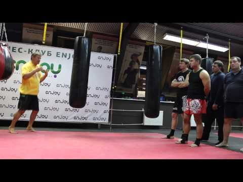 Ударная техника от Олега Тактарова в фитнес-клубе Enjoy