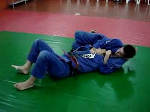 JIU-JITSU - DEFESA ESTRANGULAMENTO CRUCIFIXO - SCHUBERT www.graciebarracuritiba.com