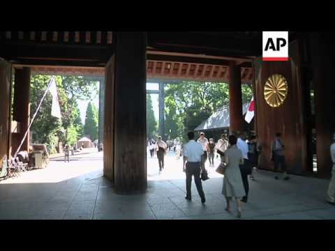 Politicians visit controversial shrine on anniversary of end of World War 2