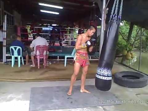 Muay Thai Kickboxing (Training near Bangkok) Image 1