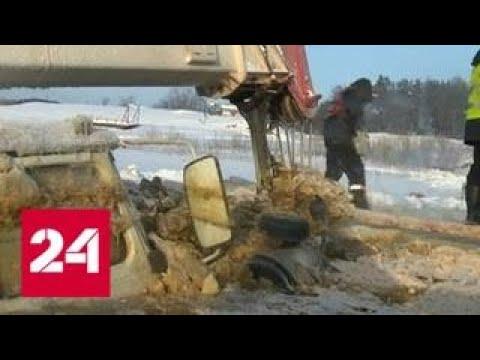 Спустя неделю из реки Лены извлекут утонувшие бензовоз, автокран и трактор - Россия 24