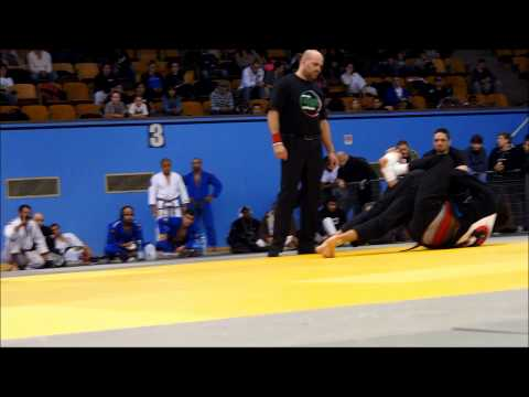 World Abu Dhabi Trials 2013 MTL - Paulo Azambuja (Avengers) VS Brian Beaury (Machado BJJ)