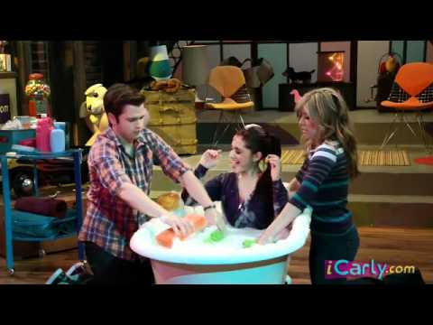 iCarly iBathe It A Cat with Ariana Grande - iCarly.com
