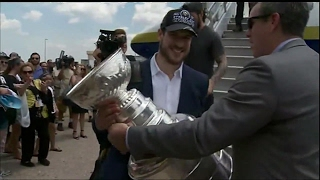 Gotta See It: Penguins arrive home with Lord Stanley