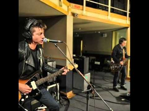 Arctic Monkeys - Katy On A Mission
