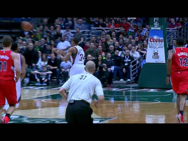 Gianni Antetokounmpo Skies High for the Alley-Oop Jam