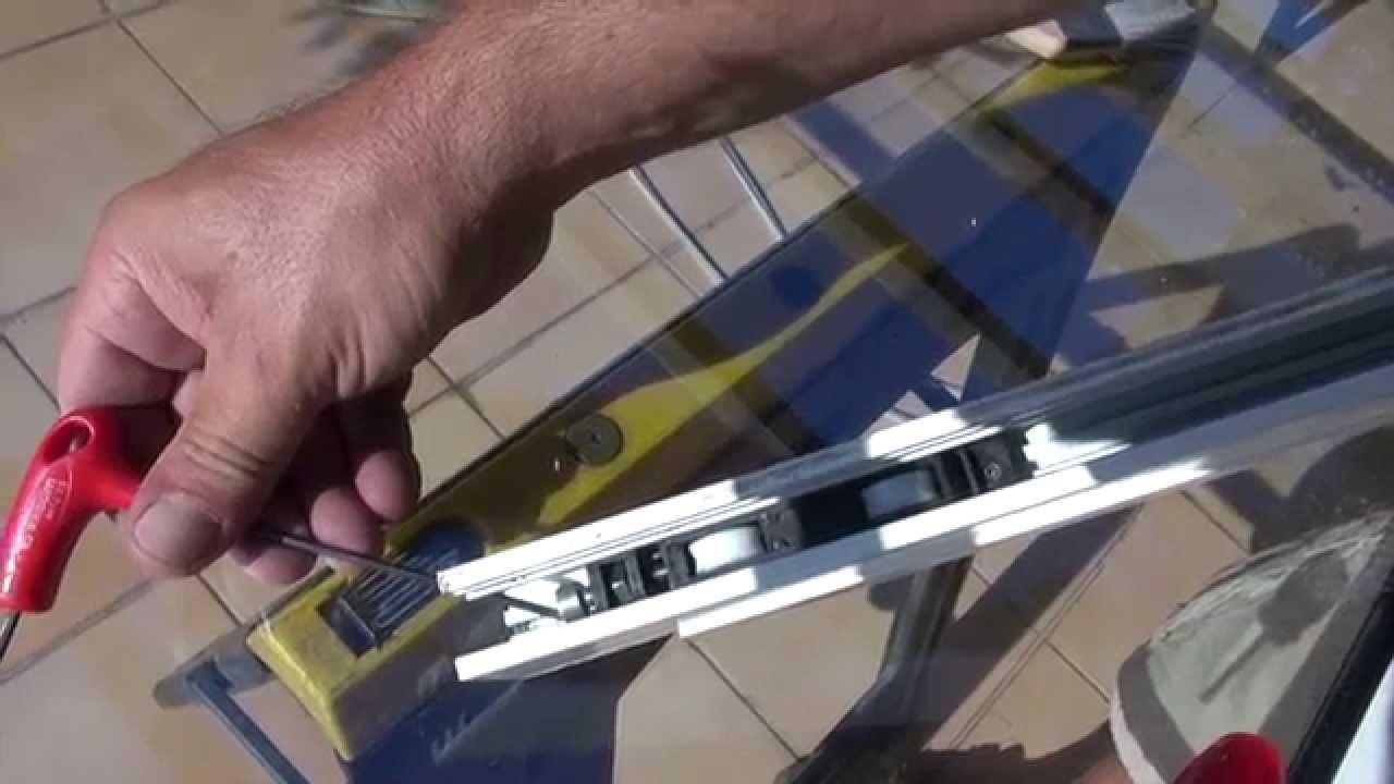 Changer les roulettes d une baie vitr e coulissante avec for Baies vitrees a galandage