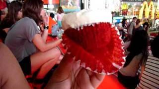 Magnolia Bakery — A [Mediocre] Red Velvet Cupcake. Blegh.