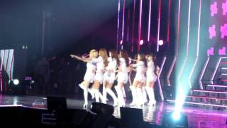 "[fancam] 120115 Genie Tiffany: Hong Kong Put it back on ! @ Girls""Generation tour in HK"