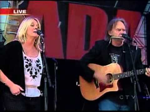Neil Young & Pegi - Four Strong Winds (Live 8, Barrie, Canada, 2005)
