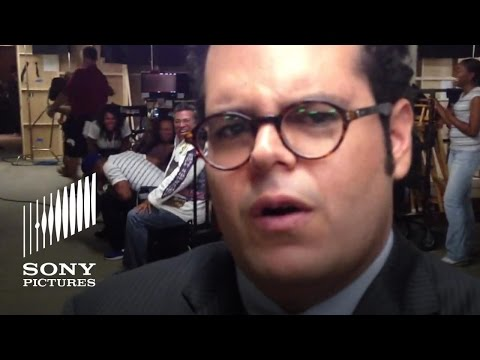 Josh Gad Impersonates Jenifer Lewis on set of The Wedding Ringer