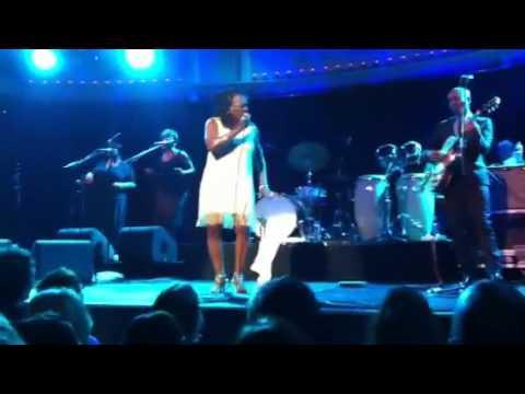Sharon Jones And The Dap-kings - Mama Dont Like My Man