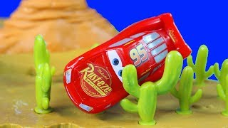 Disney Cars 3 Willy's Butte Transforming Track Set With Pixar Lightning McQueen Races Into Cactus