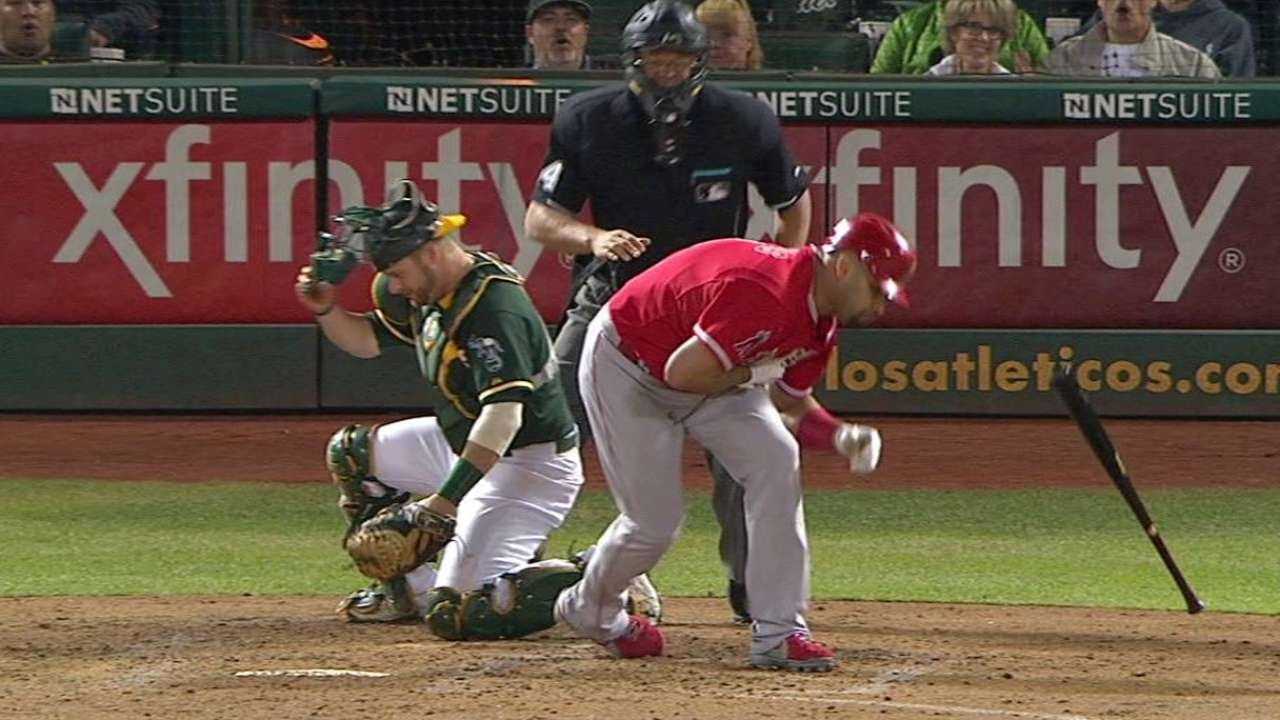 LAA@OAK: Pujols gets hit by pitch, Featherston scores