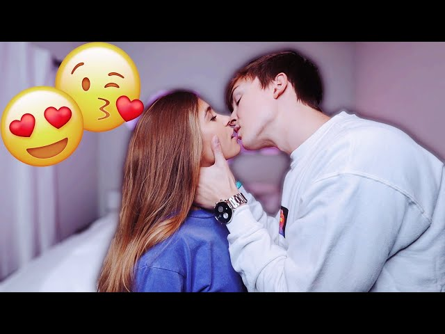 Play this video HOW TO KISS.. TUTORIAL