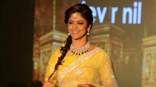 Nathiya walks the ramp at Madras Bridal Fashion Show | Galatta Tamil