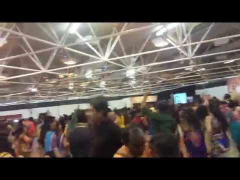 Atul Purohit London 2014 Garba man mor bani thangat kare lyrics...