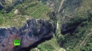 600 meters high, over 1km long: French daredevils set record for longest-ever slackline walk