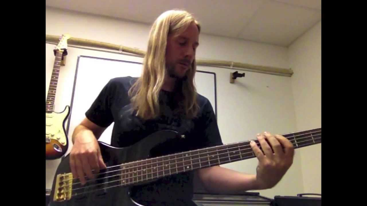 how to play sultans of swing on bass
