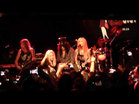 Lita Ford With Cherie Currie & Slash - Cherry Bomb (the Runaways Cover) video