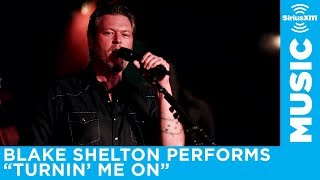 Blake Shelton Performs Turnin 39 Me On At An Exclusive Siriusxm Subscriber Event