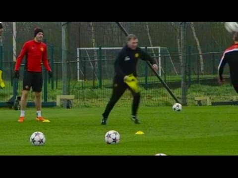 David Moyes Gets Stuck In During Manchester United Training As United Prepare For Olympiacos