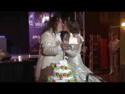 Розыгрыш свадебного букетика и церемония с праздничным тортом