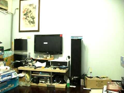 在5坪大的客廳裡用KDS Flymentor 3D CCD飛450
