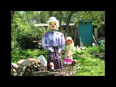 Красивое пугало для дачи и огорода своими руками 86