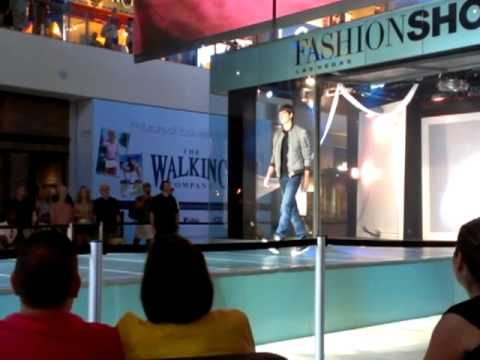 Saturday Noon: Fashion Show Mall in Las Vegas, Nevada