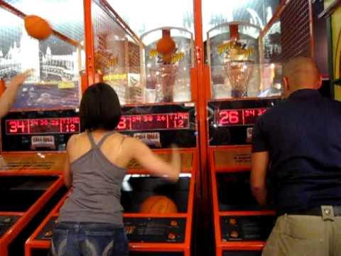 Ruthy vs. Joe - Arcade Basketball Shoot Out