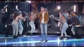 "The Majestic Performance of Alvaro Soler and Lucero at Latin AMAs with ""Bajo El Mismo Sol"""