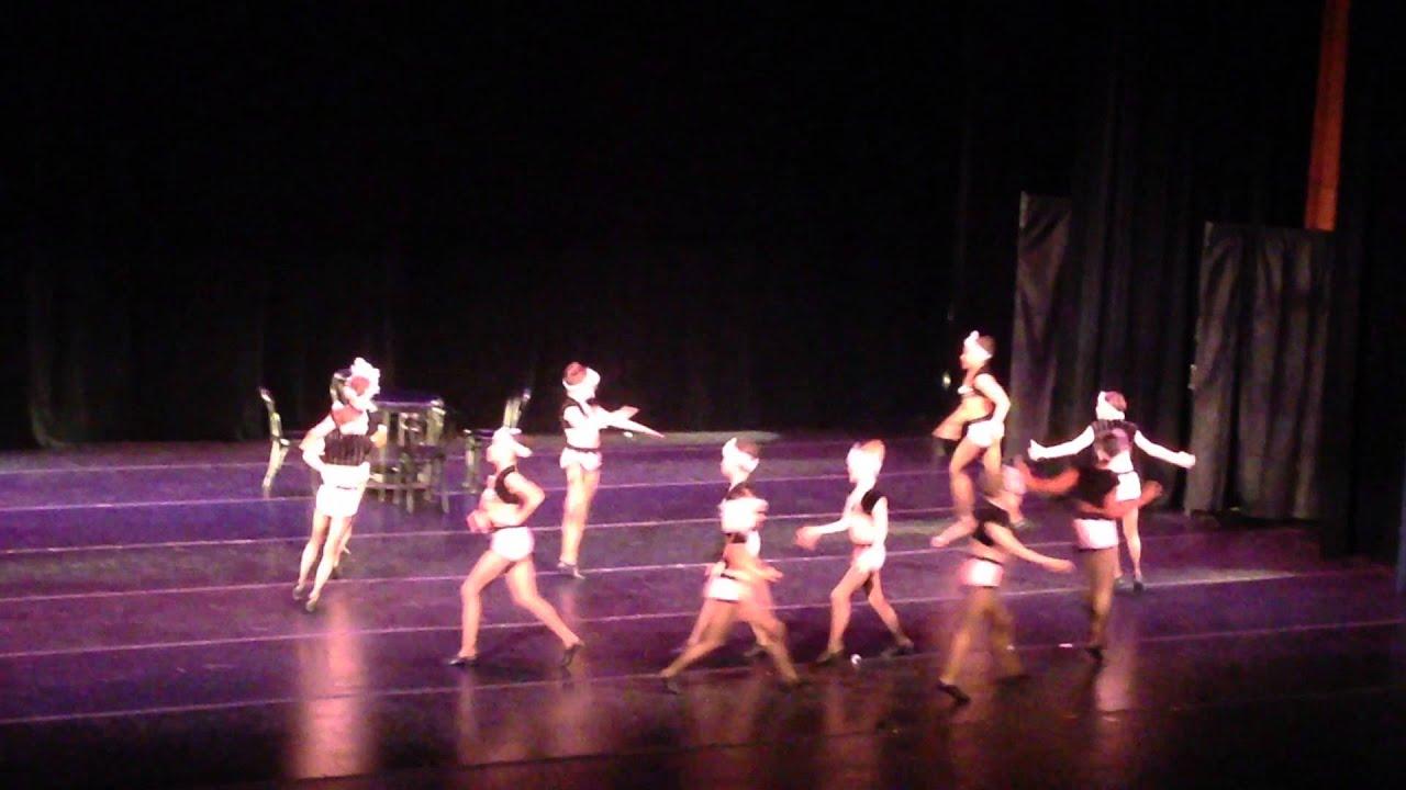 Смотреть групповые танцы 17 фотография