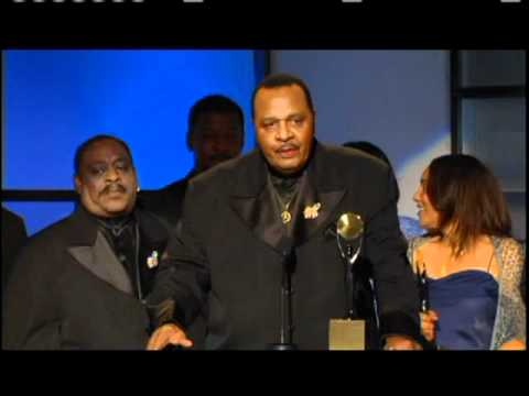 The Dells accept award Rock and Roll Hall of Fame inductions 2004 