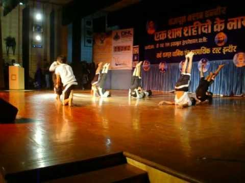 A R rehmans Maa Tujhe Salam Dance on stage Paradise Dance Crew...