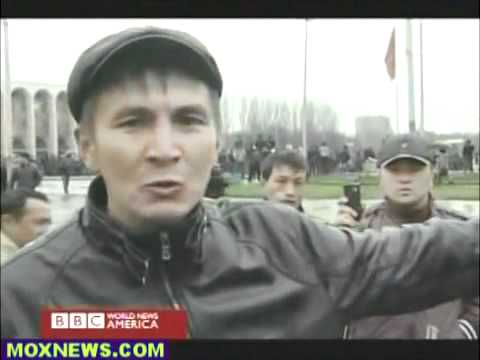 Central Asia - Kyrgyzstan - 20100407 - Bishkek - BBC reports the riots on the scene