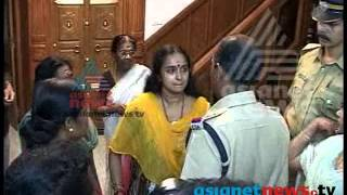 Shalu Menon arrested in Solar Scam case: Exclusive footage - Asianet News ശാലു മേനോന്‍