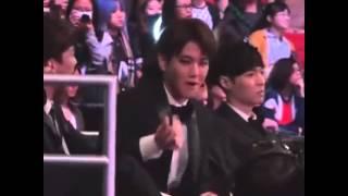 Khi EXO xem BTS diễn (MAMA 2014)