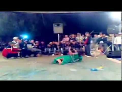 رقص خطير لي أفضل راقصة شعبي بالمغرب و لمفاجأة في 00:40 ??!! thumbnail
