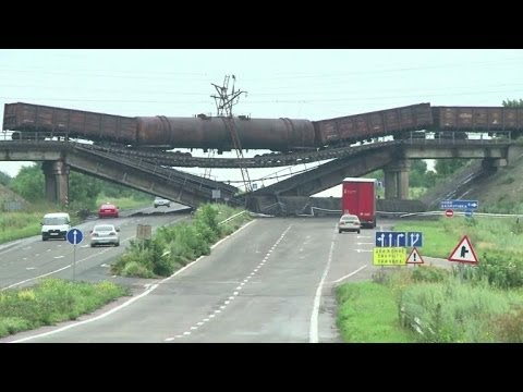 Pro-Russian rebels await Ukrainian forces in Donetsk