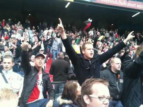Feyenoord - 020 19-09-2010 Jan Vertonghen word toegezongen