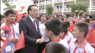 Chinese Premier Visits Chinese Language-School in Laos