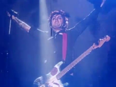 Green Day knows how to synchronize a bomb (live @ Ericsson Globe, Stockholm, SWEDEN 11.10.2009)