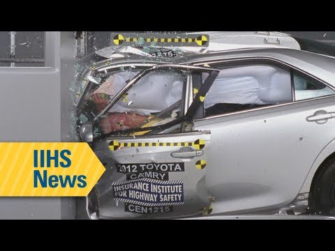 IIHS crash test results for midsize family cars