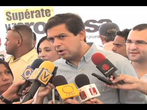 Ocariz otorgó becas universitarias a 140 jóvenes de Sucre