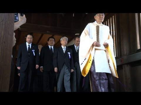 Japan ministers visit controversial war shrine