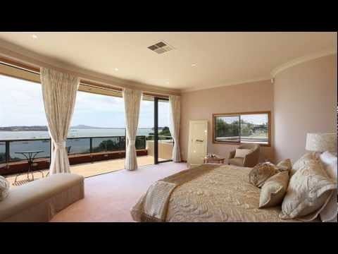 25 Clyside Avenue Half Moon Bay Auckland - New Zealand by Karen Hay